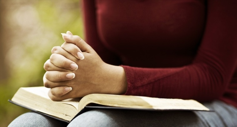 Woman-Praying-With-A-Bible-Shutterstock-800x430